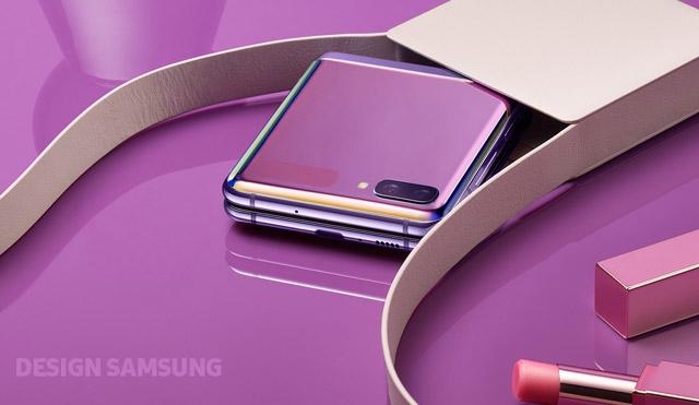 Samsung Galaxy Z Flip zmieści się nawet w niewielkiej torebce